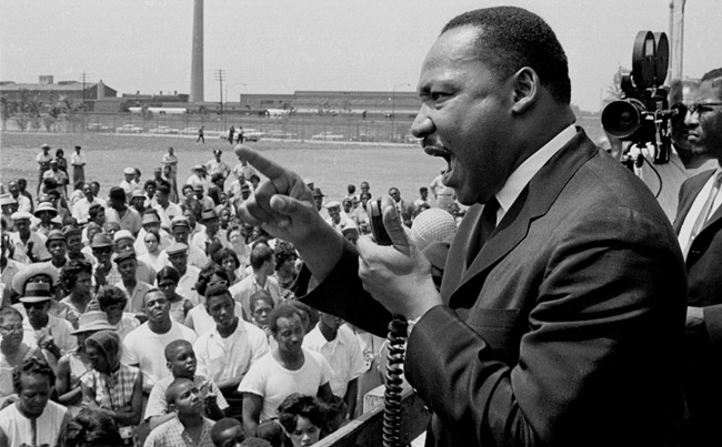 Dr. King at Robert Taylor Homes in 1965
